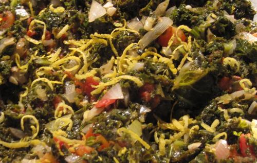 Lækker grønkål med tomat og hvidløg